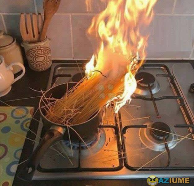Eu tentando fazer macarrão