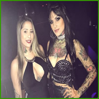 Conheça Bruna Barros, uma tatuadora sensual