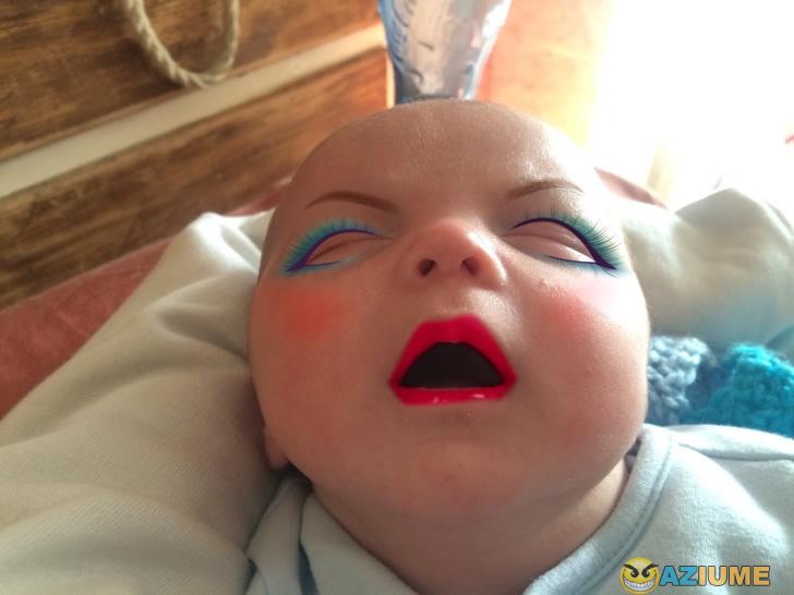 Os bebês ficam melhor usando maquiagem