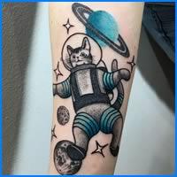 32 ideias de tatuagens inspiradas no espaço