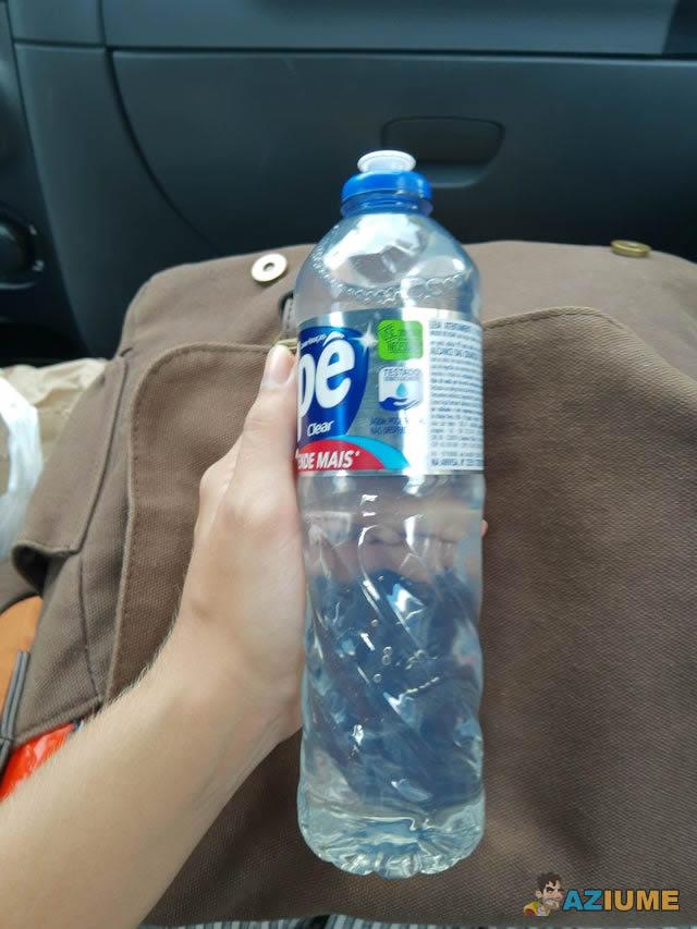 Quem nunca confundi o uma garrafa de Ypê com água