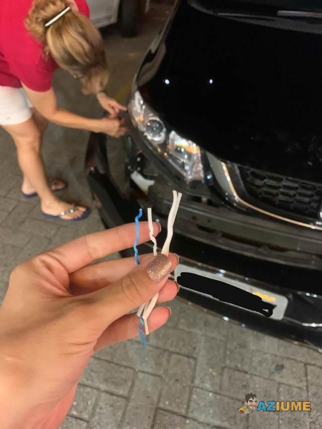 Minha mãe bateu o carro e o para-choque caiu