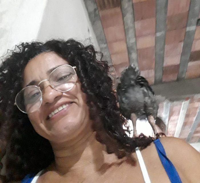 Quando a nova amiga de sua mãe é uma galinha