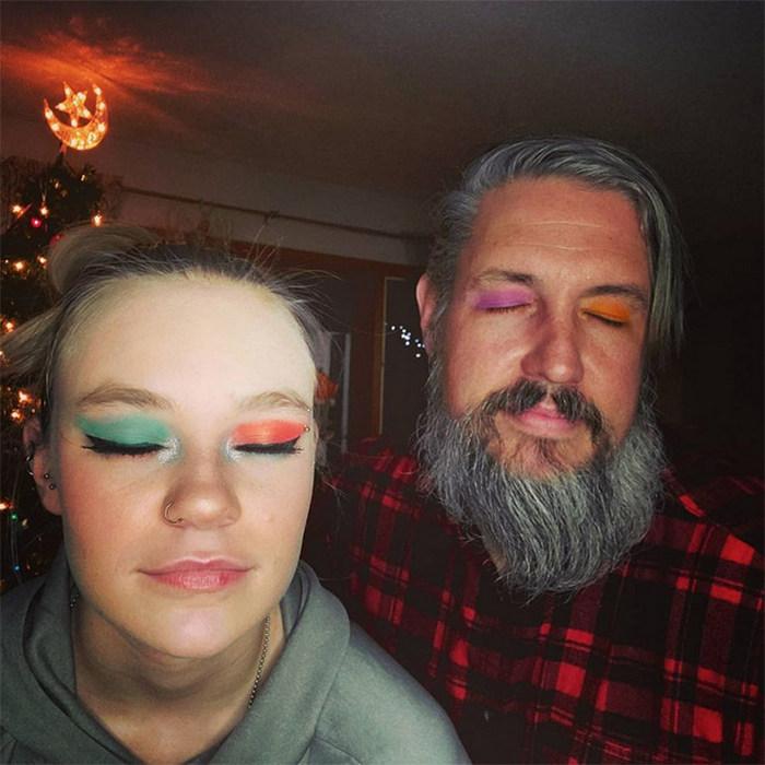 Pais depois de uma visita aos salão de beleza das filhas