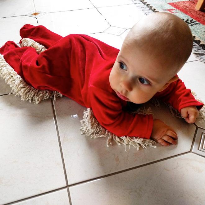 Agora seu bebê vai limpar o chão e se divertir