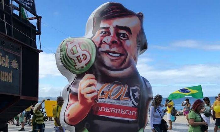11 políticas que já viraram bonecos infláveis